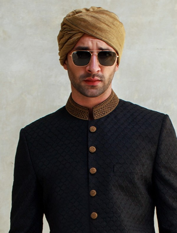 GOLDEN TURBAN WITH SHORT TAIL