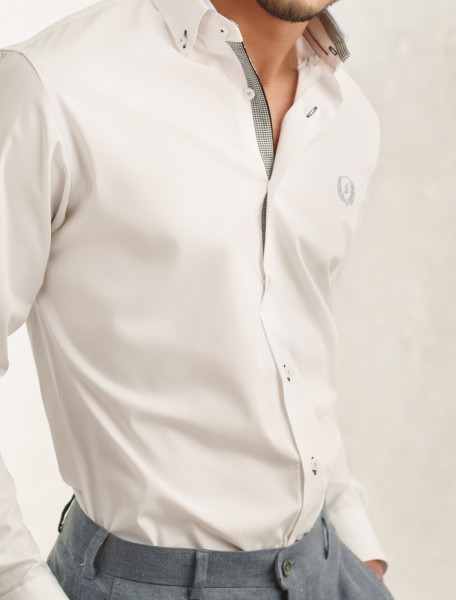 CRISP WHITE SHIRT FEATURING BUTTON DOWN COLLAR